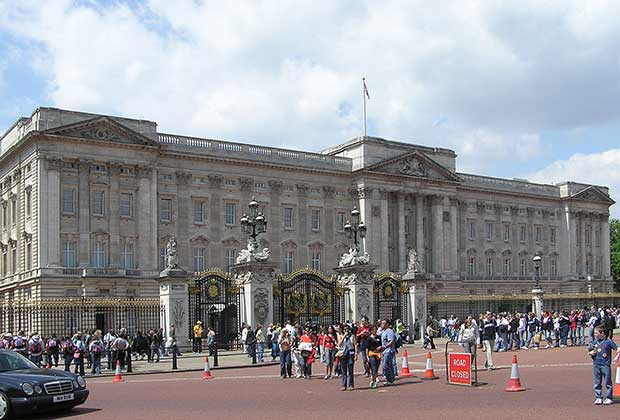 Buckingham-Palace-in-heart-of-London