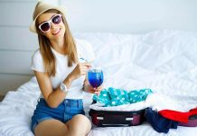 Women-Packing-for-travel