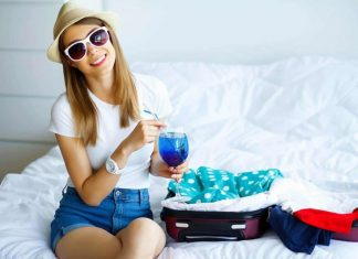 Women Packing for travel min