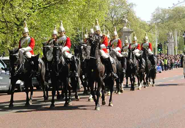 tips-for-watching-changing-of-the-guard at Buckingham Palace