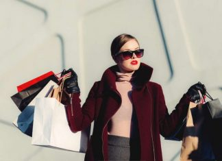 an image of women who shops in London