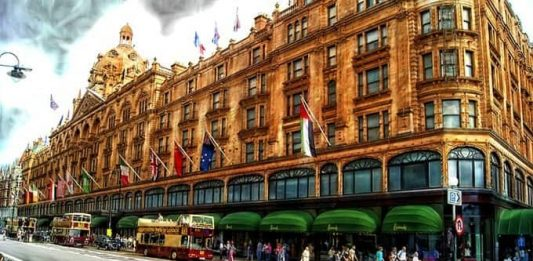 places-to-shop-in-London - Harrods London