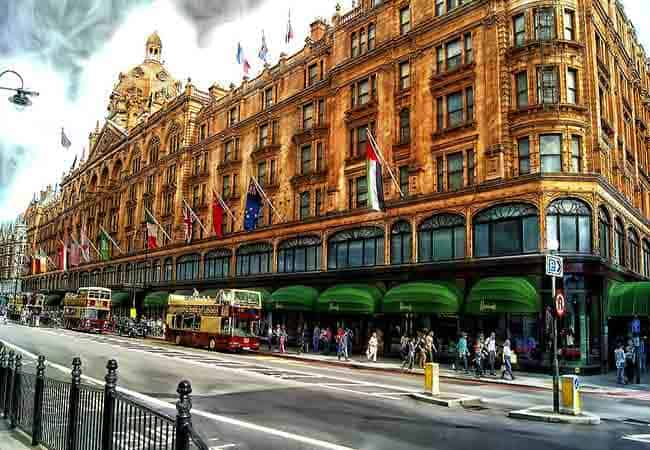 Shopping in London-harrods